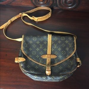 Louis Vuitton auth monogram saumur 30 crossbody